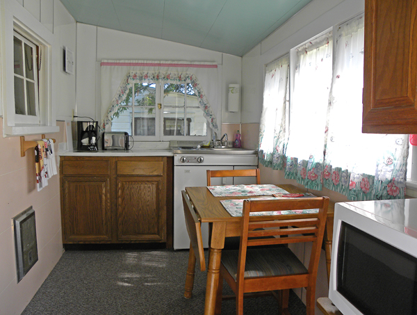 cabin_2_kitchen