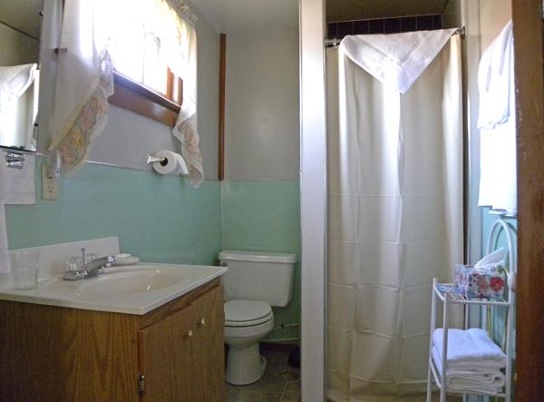 cabin_1_bathroom